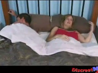 Момче и мама в на хотел стая