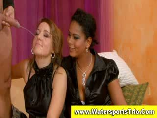 Fully clothed watersports เซ็กส์หมู่ 3 คน