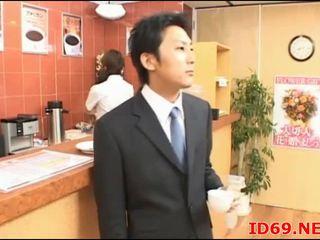 Japanilainen av malli söpö toimisto tyttö