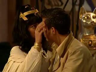 Cleopatra anal e ejaculação na cara