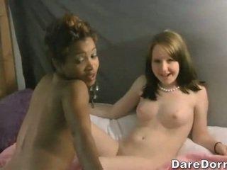 Fresco meninas em um dormitório