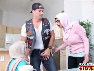 Mias bf gets banged door haar geil stiefmoeder