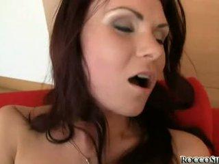 Hawt masturbándose miel fills su aperture con su salvaje fingers y loved ella