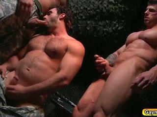Bunker anaal neuken homo trio