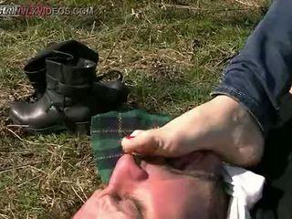vīrietis, pēda, pazemojums