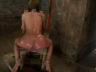 Amy brooke hog constrained um ein oustanding gummi spielzeug pushed im sie bum