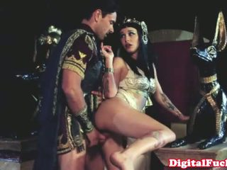 Cleopatra চোদা অন্য roman dude