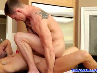 Muscle jock pounding ciešas pakaļa pirms cumming