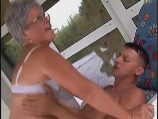阿妈, 老+年轻, 铁杆