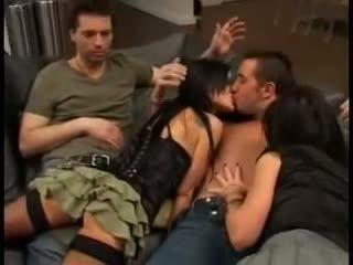 Elizabeth lawrence en pornstar plan a trois