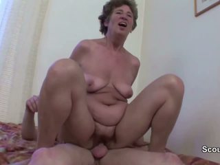 Granny Seduce Young Boy to Fuck Her in Her Asshole: Porn cc