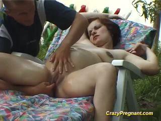 Uzbudinātas grūtniece gets grūti dzimumloceklis uz naturāls
