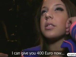 Brunette hottie anita gains cash en gets geneukt door een fake agent