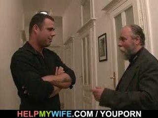 Desperate 夫 pays a スタッド へ ファック 彼の 妻