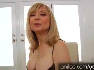Kåta äldre grannyen nina hartley masturberar