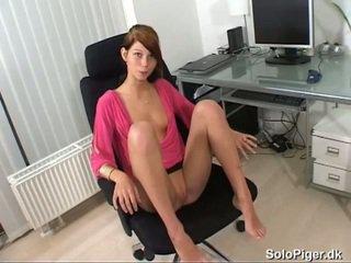bruneta, mladý, masturbuje