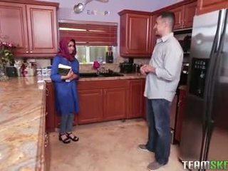 Povekas arab teinit gets a kuuma kumulat filling