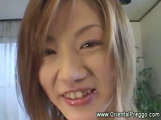 Aziatike vogëlushe është getting extremely i eksituar