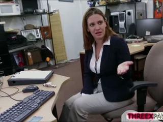 Naturally busted birojs blondīne sells viņai ķermenis pie an x nominālā pawn veikals