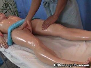 Blondine having olie massage