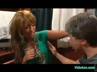 Vyčiněné dívka getting ji podpaží tělo analhole a puss licked na the mattress v the cabin