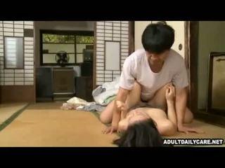Japanilainen talo palvelustyttö 001