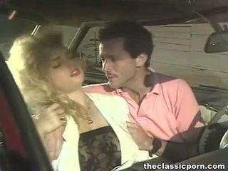 Gila hubungan intim di itu kembali ke belakang mobil