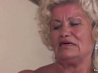 Oma screams terwijl geneukt hard