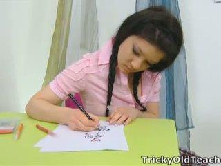 Vika é em o escola quarto depois misbehaving com um rosa topo e um sexy plaid saia