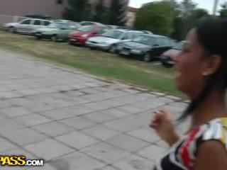 Gemeen tunisian chick geneukt in de woods video-