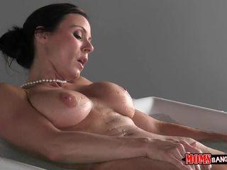 Ze betrapt haar stepson toekijken haar masturberen na werk