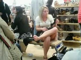 Zem svārkiem shoe veikals