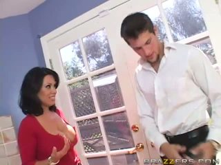 Sienna west rondborstig brunette slet gets geil en having plezier met een guy