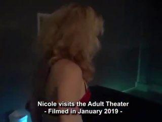 Me gangbanged por lots de strangers em an adulto theater