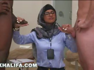 Arab mia khalifa compares big ireng jago to putih pénis