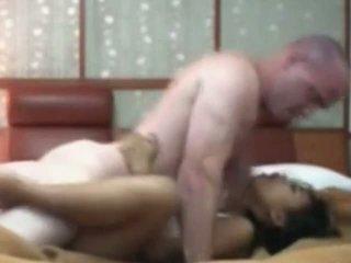 Индонезийски прислужница having първи време секс с бял хуй