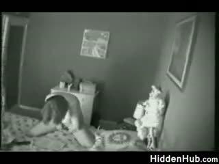 Mor fångad masturberar av en gömd camera