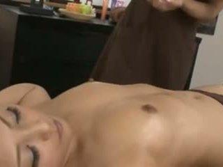 Egy japán masseuse és neki ügyfél