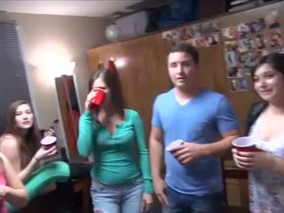 Heet hogeschool party met zeer dronken students