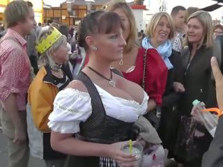 Büyük ğöğüslü mini etek en oktoberfest, ücretsiz i̇şkence vakum porn 2b