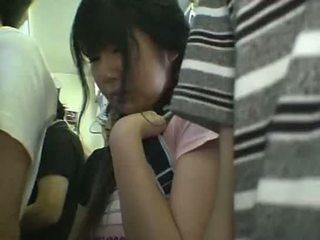 Minisvārki skolniece sagrupētas uz vilciens