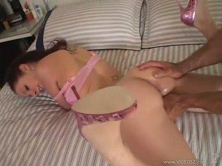 Gianna michaels gets a величезний пеніс rammed вниз її throat в той час як вона sucks жорсткий