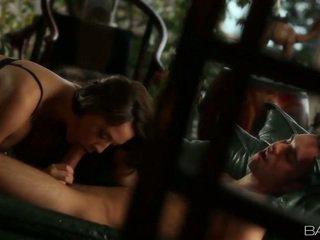 zábava bruneta, príťažlivé hardcore sex, väčšina mačička kurva skutočný