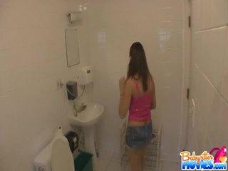 Kandi kream uncovered pie viņai māja gatavs līdz nobaudi
