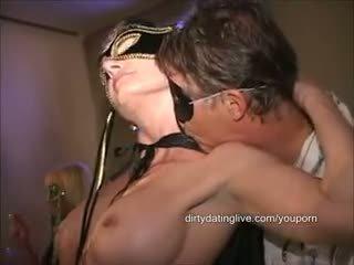 Masked i madh klitorisi orgji mdtq has 2 cums eaten standing flat në prapa gjatë edit