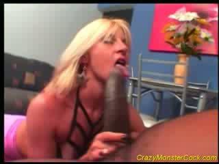 Racy blondīne receives milzīgs boner