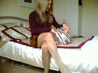 Blondinke crossdresser je kajenje alone