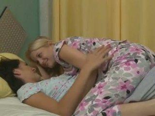 Charlotte stokely 和 alannah monroe intimate 女同志 性别