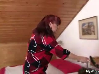 Lewd mother-in-law toying her syrylan künti then takes his sik