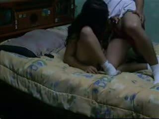Секс порно & привлекат тъмен haired fucks тя bf в тя обща спалня